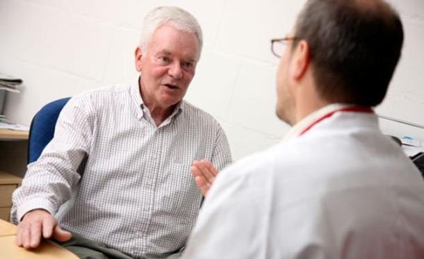 При возникновении симптомов нужно срочно обратиться к врачу урологу